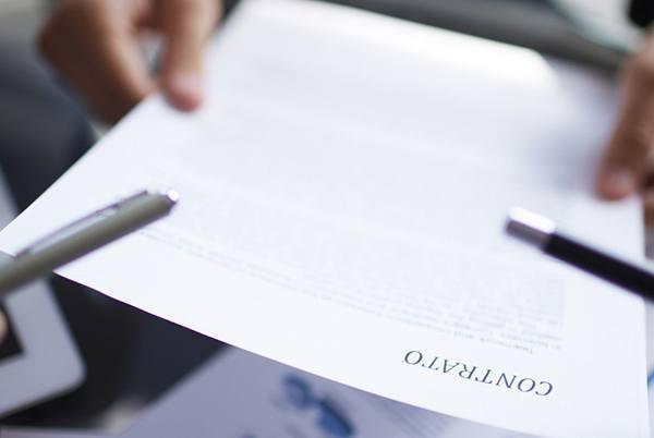 Abogado especialista en reclamaciones, contratos, indemnizacion y desahucios